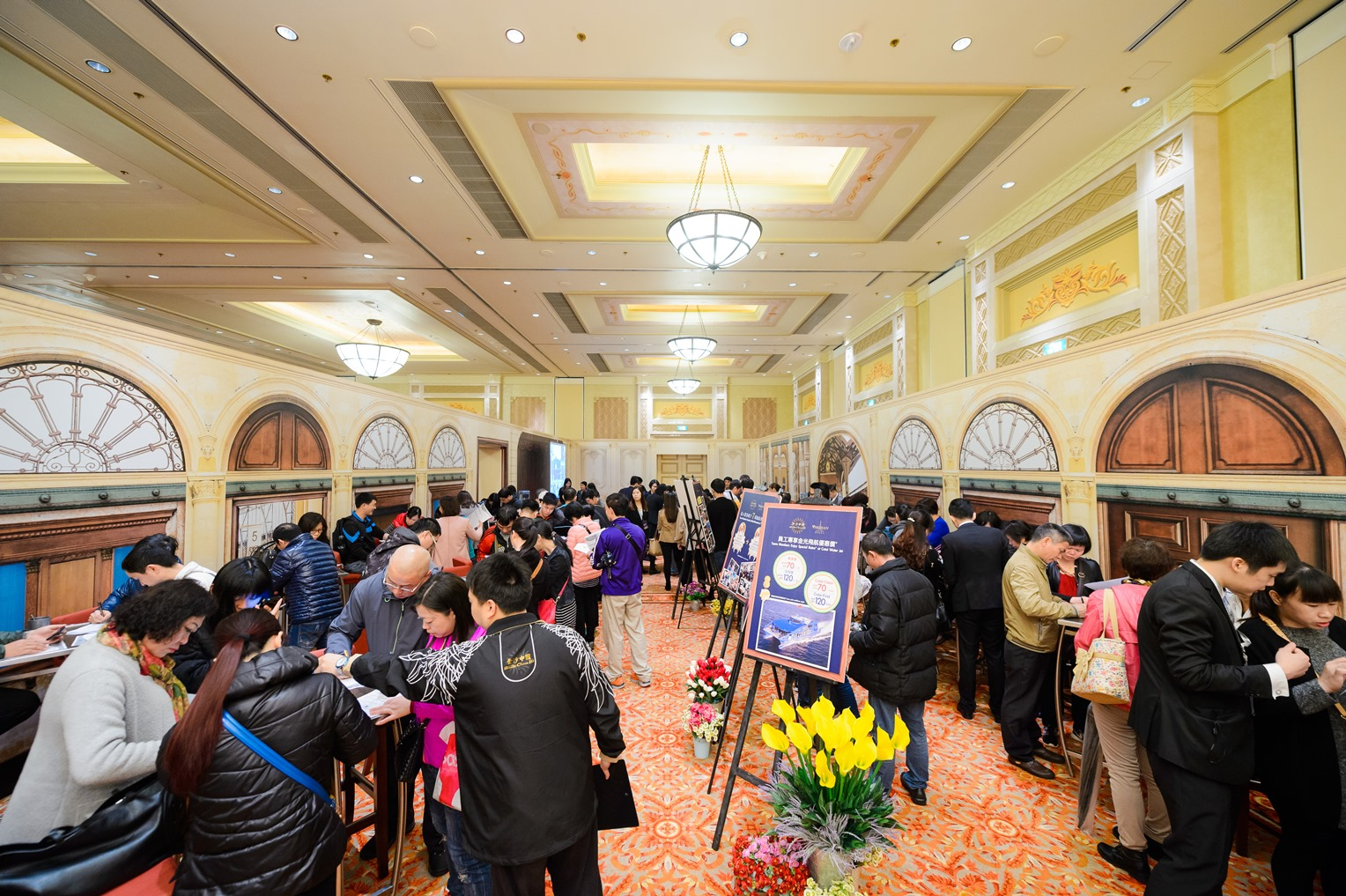 sands-china-recruitment-fair-for-the-parisian-macao-draws-thousands-of-locals